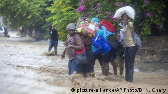 Haiti Port-au-Prince   Überflutungen nach Sturm Laura (picture-alliance/AP Photo/D. N. Chery)