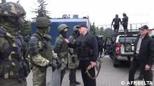 Belarus Minsk | Präsident Alexander Luaschenko mit Gewehr