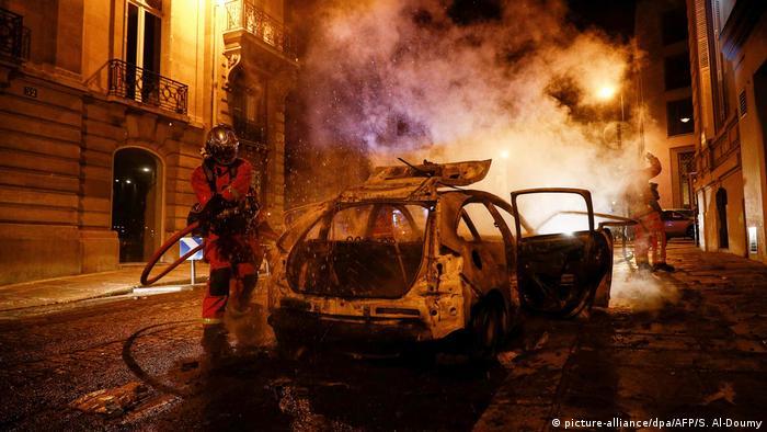 Frankreich Randale in Paris nach Endspiel der Champions League (picture-alliance/dpa/AFP/S. Al-Doumy)