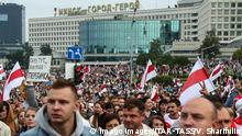 MINSK, BELARUS - AUGUST 23, 2020: Protesters take part in an opposition rally by the Minsk Hero City Obelisk. The political crisis that arose amid the announcement of the 2020 Belarusian presidential election results on August 9, continues in Belarus mass protests against the election results have been hitting major cities across Belarus resulting in violent clashes with the police. Valery Sharifulin/TASS PUBLICATIONxINxGERxAUTxONLY TS0E46B1