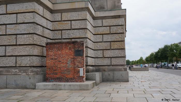 Pedaço de muro do estaleiro de Gdansk ao lado do Reichstag