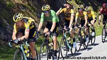 ROT // Von vorne Tony Martin (Deutschland / Team Jumbo - Visma) - Im Gruenen Trikot Wout Van Aert (Belgien / Team Jumbo - Visma) - Robert Gesink (Niederlande / Team Jumbo - Visma) - Sepp Kuss (USA / Team Jumbo - Visma) - Im Gelben Trikot Primoz Roglic (Slowenien / Team Jumbo - Visma) und Steven Kruijswijk (Niederlande / Team Jumbo - Visma) - Criterium du Dauphine 2020 - 3. Etappe Corenc - Saint-Martin-de-Belleville -  