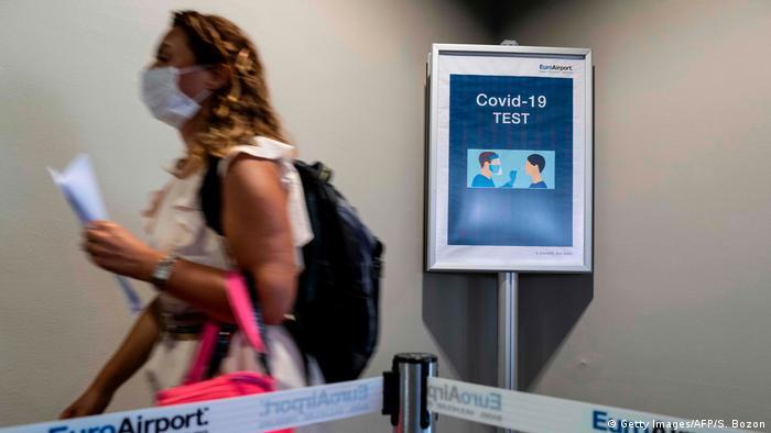 Francia requerirá prueba negativa y cuarentena a viajeros de la UE a partir de este domingo