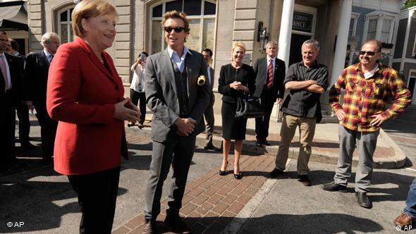 Angela Merkel in Kalifornien Simon Baker Warner Bros Studios Flash-Galerie