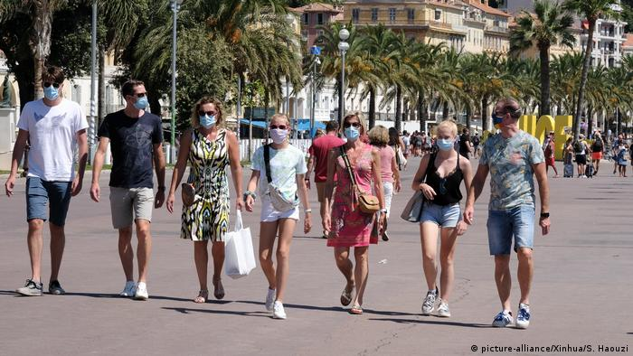 Coronavirus, people wearing masks in Nizza, France (picture-alliance/Xinhua/S. Haouzi)