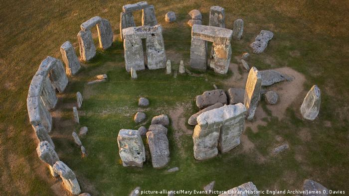 Aerial view of Stonehenge (picture-alliance/Mary Evans Picture Library/Historic England Archive/James O. Davies )