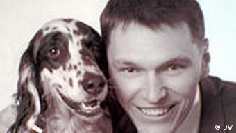 Кандидат в депутаты в обнимку с собакой