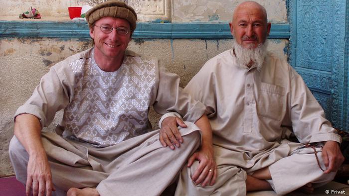 Afghanistan expert Thomas Ruttig (left)
