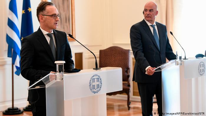 وزير الخارجية الألماني هايكو ماس خلال مؤتمر صحفي مع نظيره اليوناني نيكوس ديندياس في أثينا