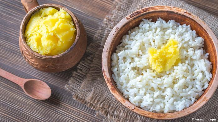 Ghee gereinigte Butter Produkt Gesundheit Nahrungsmittel Fett (Imago Images)