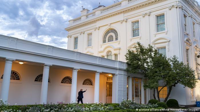 Donald Tramp ostaje u Beloj kući još dva meseca
