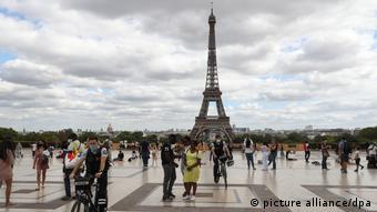 در فرانسه زدن ماسک در شهرهایی که بیش از ده هزار نفر جمعیت دارند،اجباری شده است