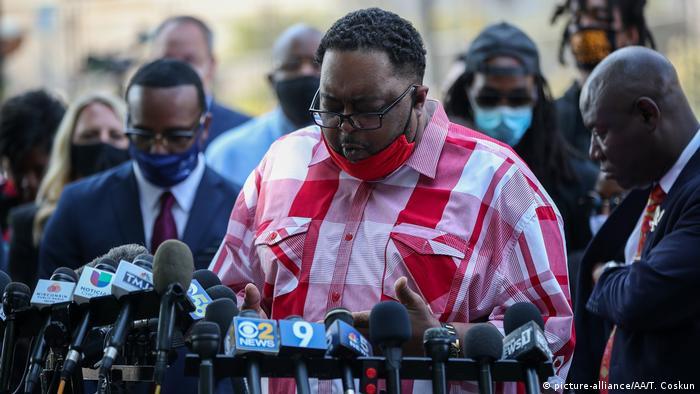 Батько Джейкоба Блейка закликав припинити насильство