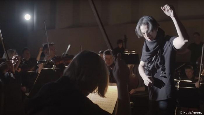 Teodor Currrentzis conducting his orchestra