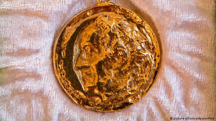 Die Goethe-Medaille mit dem Relief-Porträt Goethes