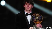 Fußballspieler Lionel Messi erhält FIFA Ballon d'Or 2011