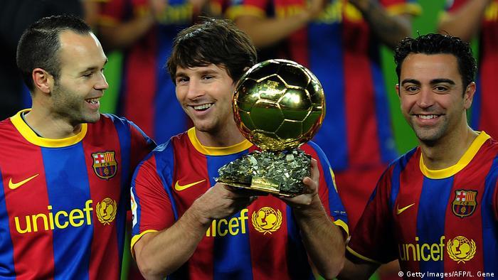 Fußballspieler Lionel Messi, Xavi Hernandez und Andres Inieste (Getty Images/AFP/L. Gene)