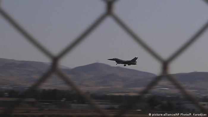 Zypern Manöver von Griechenland, Zypern & Frankreich (picture-alliance/AP Photo/P. Karadjias)