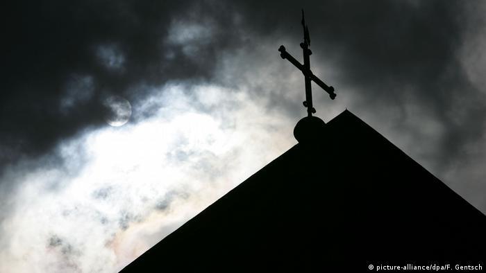 Kirchturmspitze mit Kreuz