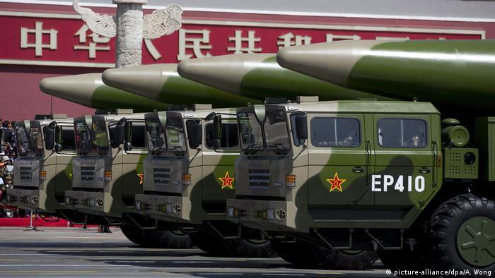 Präsentation von DF-26-Raketen bei einer Militärparade 2015 in Peking (Foto: picture-alliance/dpa/A. Wong)