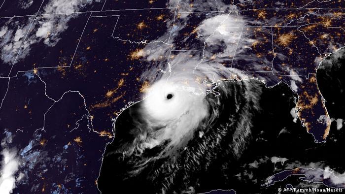 Satellitenbild Hurrikan Laura über der US-Küste (AFP/Rammb/Noaa/Nesdis)