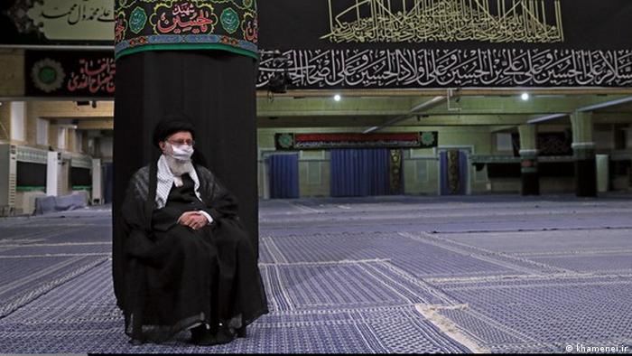 آیتالله علی خامنهای، رهبر جمهوری اسلامی در آغاز مقامات آمریکایی را متهم کرد که در تولید ویروس کرونا نقش داشته و گفت: «شما متهمید که خودتان این ویروس را تولید کردید.» با اوج گرفتن کرونا او چندین ماه به قرنطینه رفت، دیدارهای حضوریاش لغو شد و حتی تنهایی عزاداری کرد.