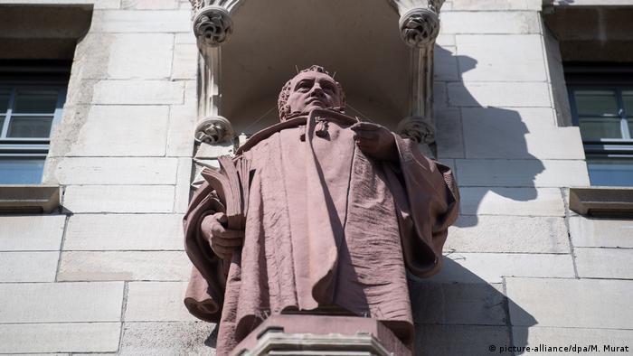 Hegelova bista na gradskoj većnici u Štugartu, rad Danijela Štokera 1905.