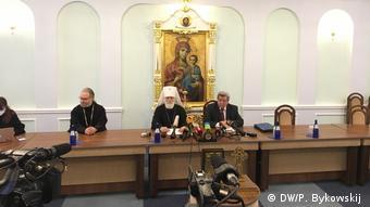 Митрополит Павел (на фото в центре)
