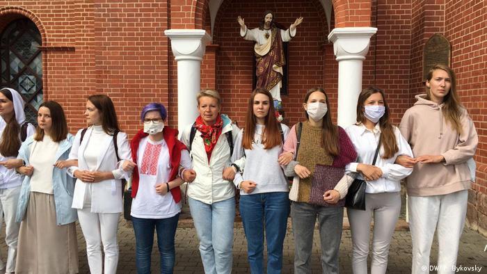 Мирная акция протеста у Красного костела в Минске