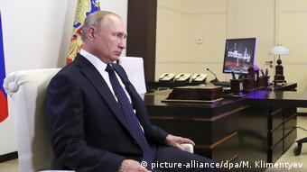 Владимир Путин, президент РФ во время интервью телекнаналу Россия 1