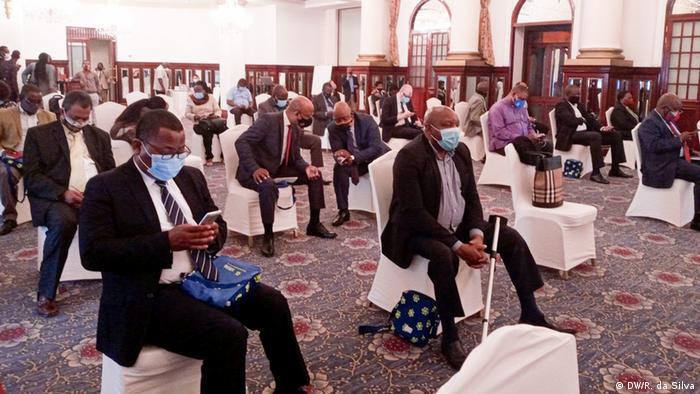 Afrika Publikum während der Eröffnungszeremonie der Feierlichkeiten zum 30-jährigen Bestehen der Demokratie in Mosambik