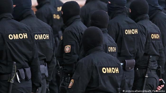 Белорусский ОМОН принимает участие в разгонах акций протеста, применяя насилие по отношению к демонстрантам