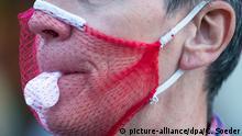 Berlin Corona-Proteste | Fake-Maske aus Netz