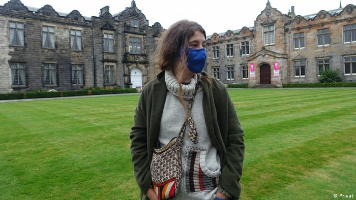 A German student on the quadrangle at the University of St Andrews (Privat)