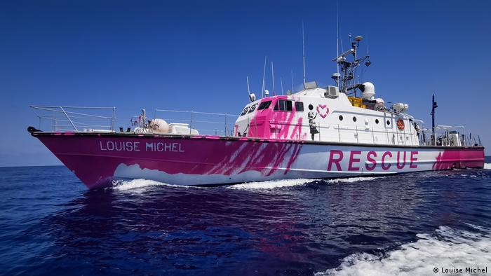 A boat painted in pink by Banksy with word RESCUE and name Louise Michel (Louise Michel)