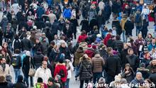 München | Menschenmenge in Einkaufsstraße