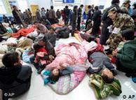 伤员被安置在玉树机场