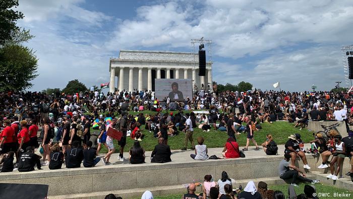 У протесті взяли участь десятки тисяч людей