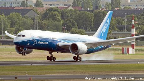 Deutschland Berlin Boeing 787 Dreamliner (picture-alliance/dpa/R. Schlesinger)