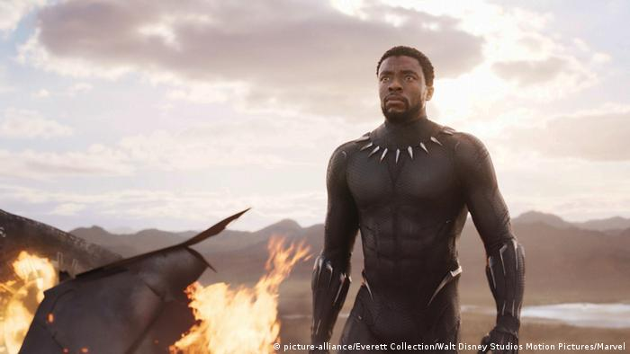Black-Panther-Filmszene mit Chadwick Boseman (2018) (picture-alliance/Everett Collection/Walt Disney Studios Motion Pictures/Marvel)