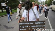 29.08.2020 People take part in an anti-Kremlin rally in support of former regional governor Sergei Furgal arrested on murder charges in the far eastern city of Khabarovsk, Russia August 29, 2020. A sign on a plate reads Health to Navalny. To Mr. PZh (referred to President Putin) - lifelong etsikh (a box for prisoners) with nails. REUTERS/Evgenii Pereverzev
