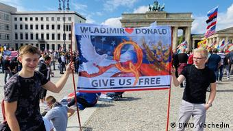 Deutschland Berlin Demonstration gegen Corona-Politik (DW/D. Vachedin)