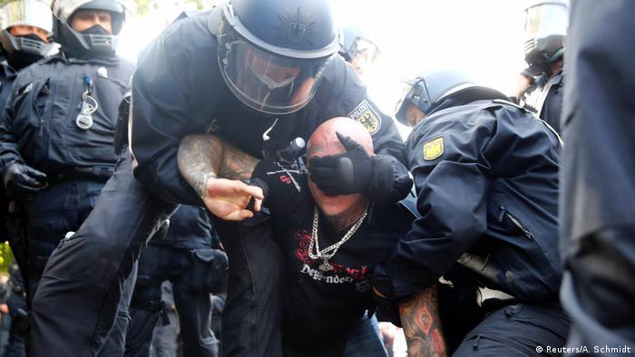 ألقت الشرطة الألمانية القبض على 300 شخص أثناء المظاهرات المناوئة لسياسة الحكومة في ملف كورونا