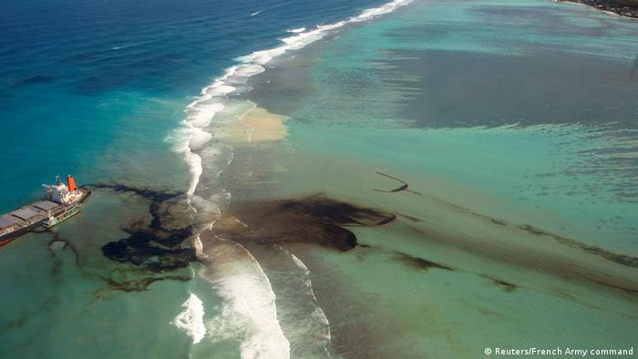 Oil spill in Mauritius