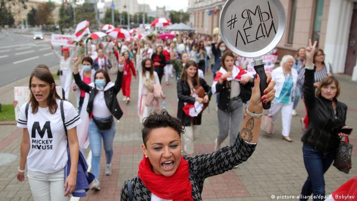 Участницы женского марша в Минске 29 августа 2020 года