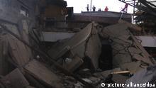 30.08.2020, China, Xiangfen: Rettungskräfte suchen in den Trümmern eines eingestürzten Restaurants nach Opfern. Nach einemEinsturz eines Restaurants im Norden Chinas sind laut Medienberichten mindestens 17 Menschen ums Leben gekommen. Foto: Uncredited/CHINATOPIX/AP/dpa +++ dpa-Bildfunk +++  
