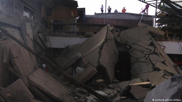 Restaurante en China colapsa dejando 29 muertos y heridos
