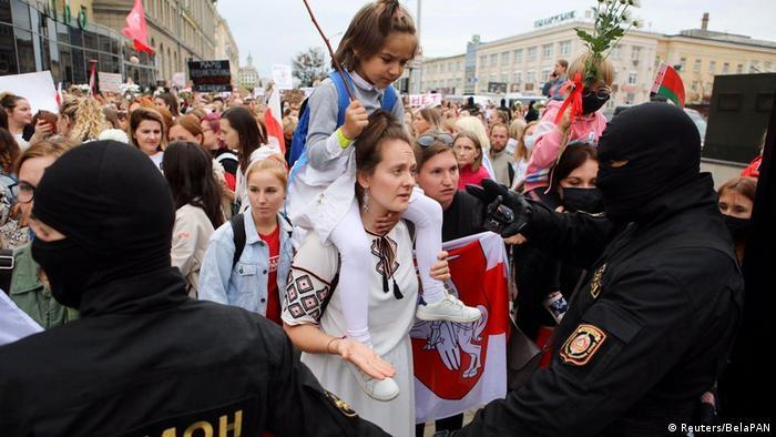 W sobotę demonstrowały głównie kobiety - zamaskowane siły bezpieczeństwa stanęły im na drodze
