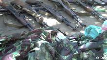Mosambik Militäruniformen und Waffen des Typs ak-47