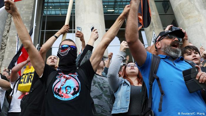 Deutschland Berlin Protest gegen Corona-Maßnahmen (Reuters/C. Mang)
